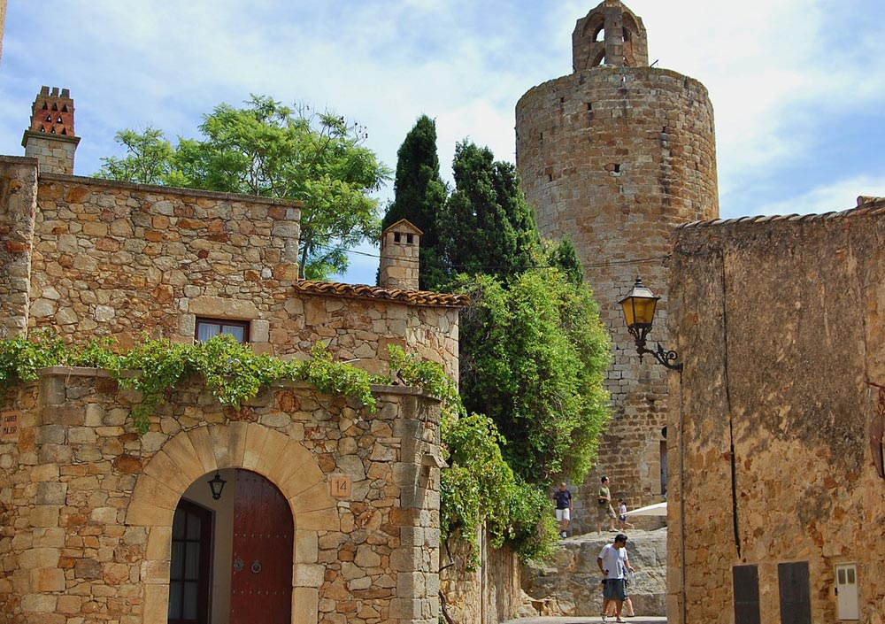 Escapada amb cotxe als pobles medievals del Baix Empordà - Pals