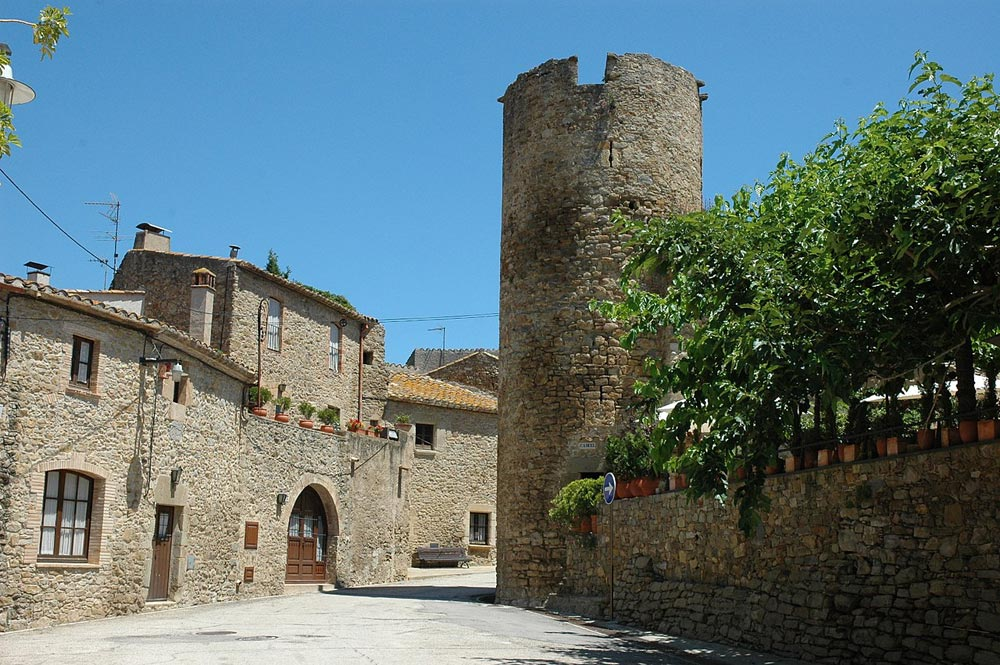 Escapada amb cotxe als pobles medievals del Baix Empordà - Ullastret